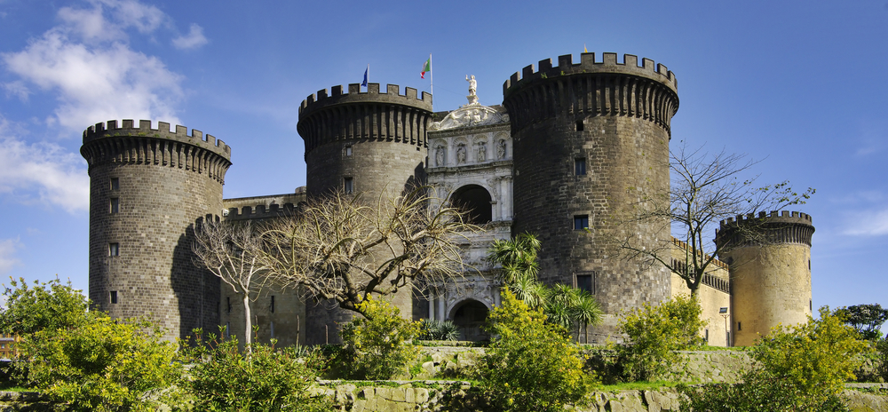Stay around the Port of Naples and Castel Nuovo