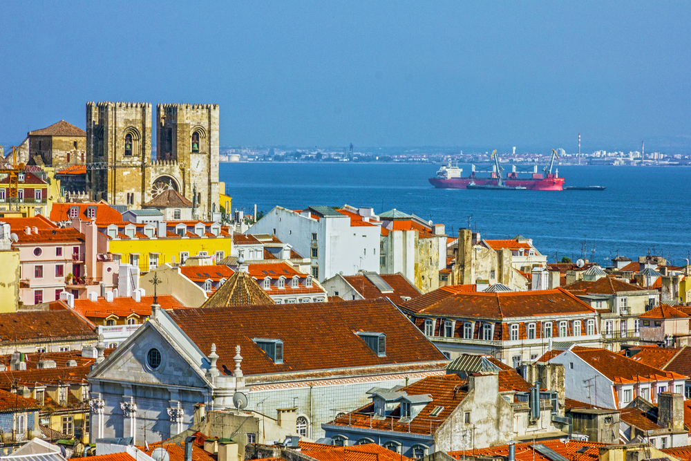 Best areas to stay in lisbon top districts and hotels for Hotel design piscine lisbonne