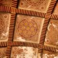 Motivos islámicos en los techos de la Alcazaba