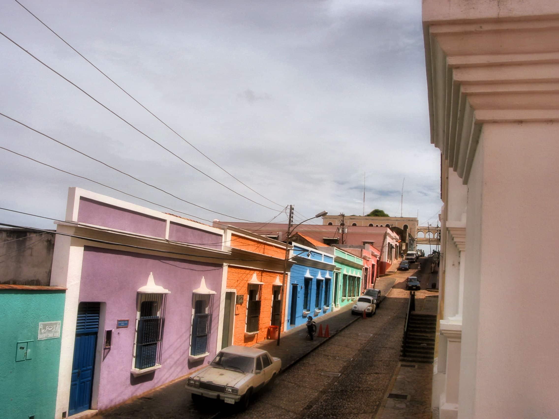 Casas coloridas camino del Orinoco