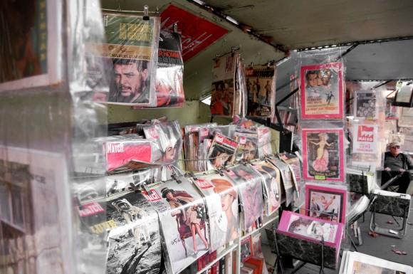 Venta de revistas y pósters