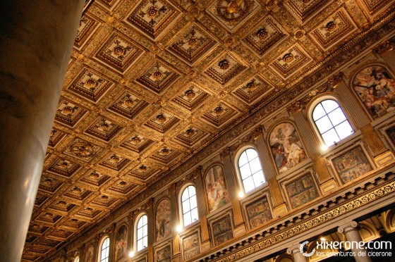 Casetones del techo en el interior de la basílica