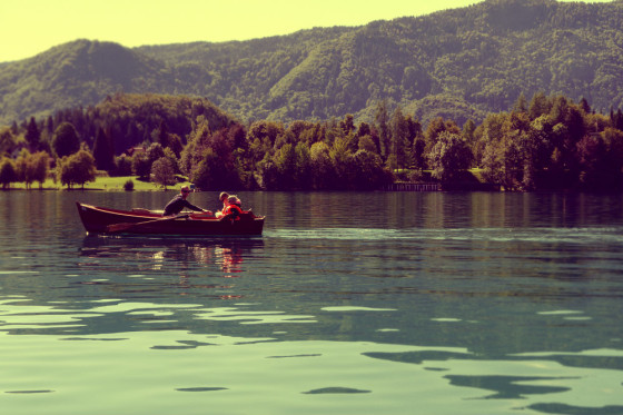 Barca en lago de Bled