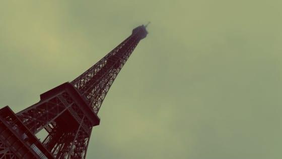 Torre Eiffel en la niebla-París