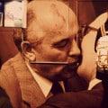 Gorbachev y Honecker dándose el lote