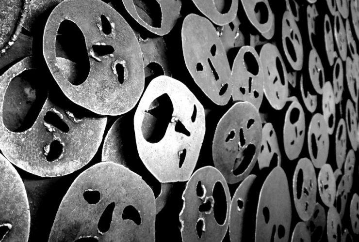 Escultura Shalechet (Hojas Caídas) - Menashe Kadishman