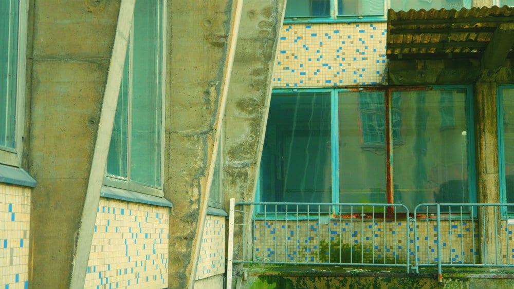 Exterior - Azul y óxido