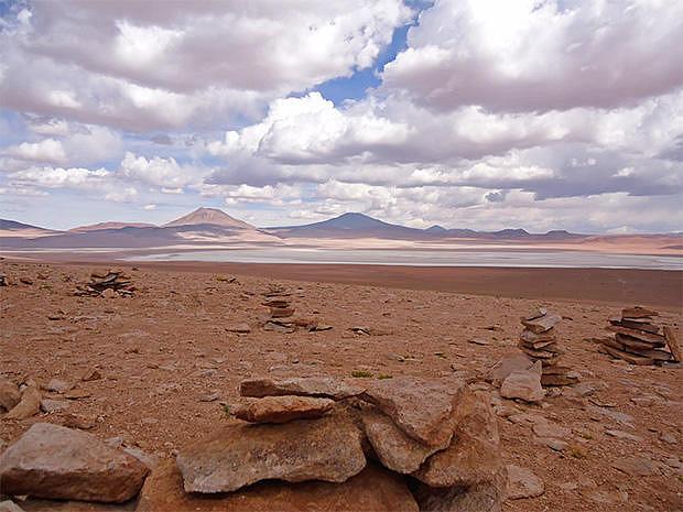 Formaciones rocosas en la ruta hacia el desierto