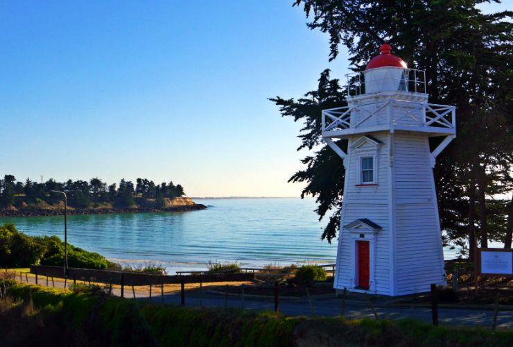 Bienvenue Cliffs Lighthouse