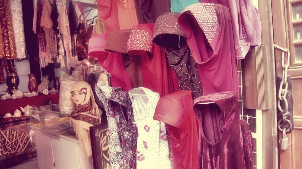 Tienda de hijabs en el barrio musulmán de Xi'an