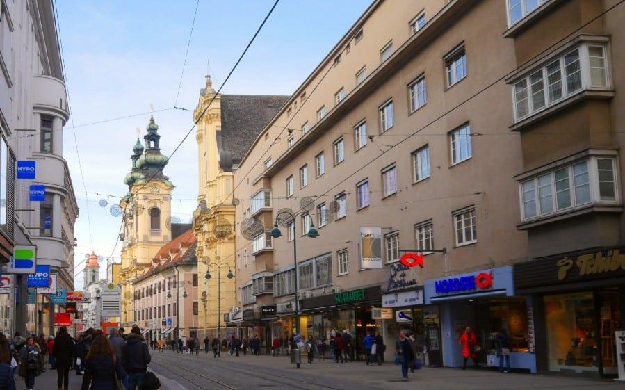 Atractivos de Linz - Calle comercial y Catedral Vieja