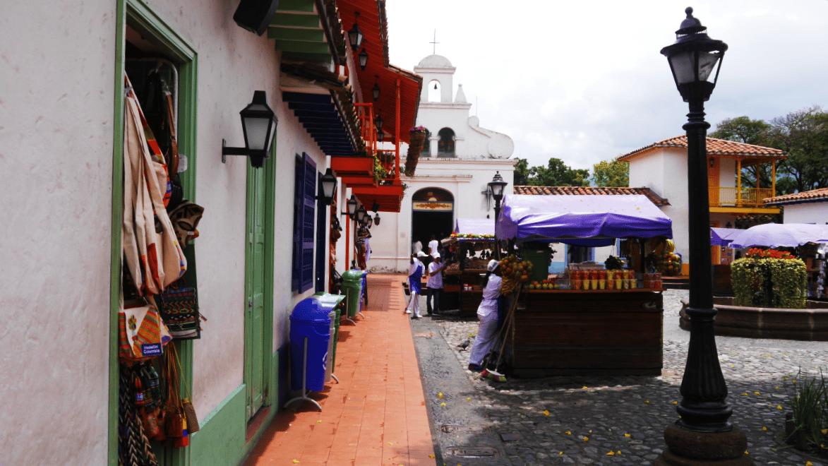Planes para disfrutar Medellín - Pueblito Paisa