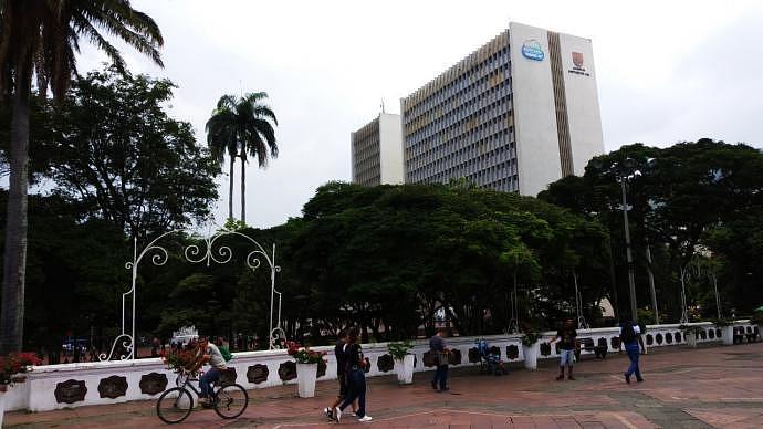 Plaza de la Alcaldía y Parque Simón Bolívar - Atracciones de de Cali
