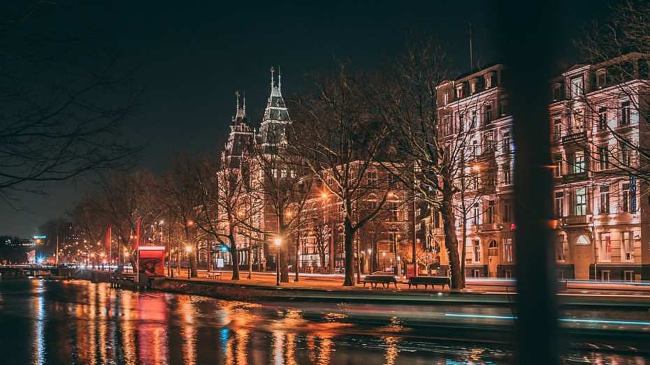 Dónde alojarse en Ámsterdam para salir de fiesta - Rembrandtplein