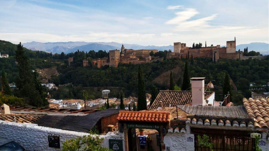 Vistas de La Alhambra desde el Mirador de San Nicolás en el Albaicín