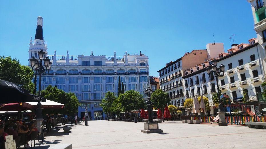La Plaza de Santa Ana, en el barrio de Las Letras, es considerada una de las más hermosas de Madrid