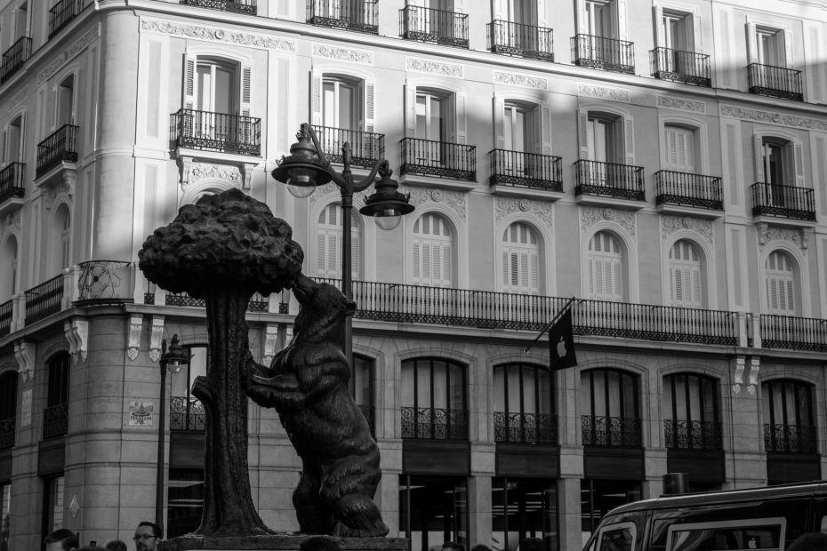 La escultura El oso y el madroño, ubicada en la Puerta del Sol, es uno de los iconos de Madrid
