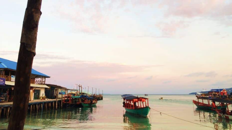 Los paseos en barco son actividades imperdibles que hacer en Koh Rong, Camboya