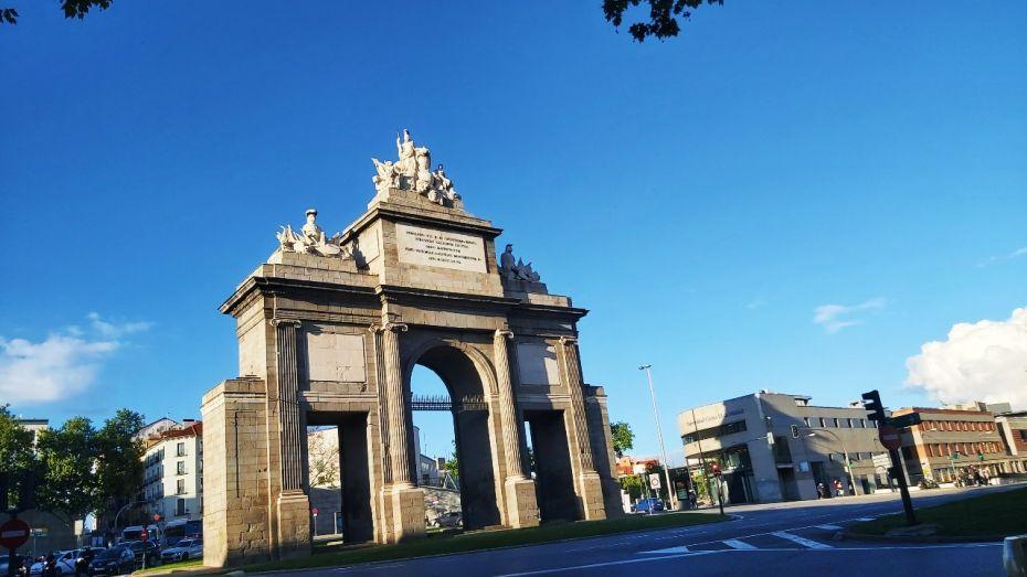 Puerta de Toledo, barrio de La Latina, Madrid